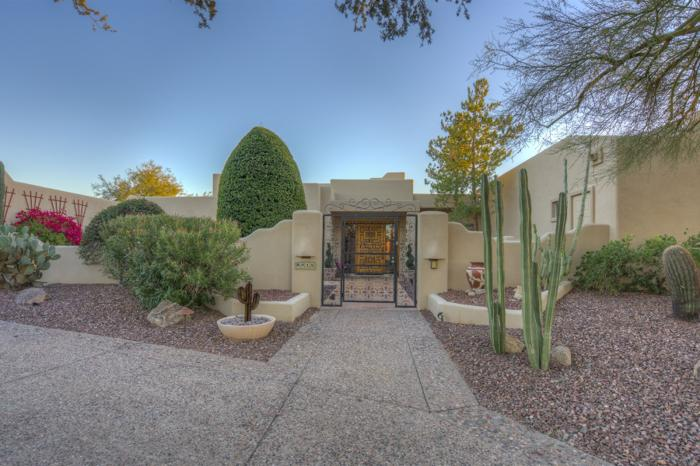 Beautiful Santa Fe style home in Scottsdale