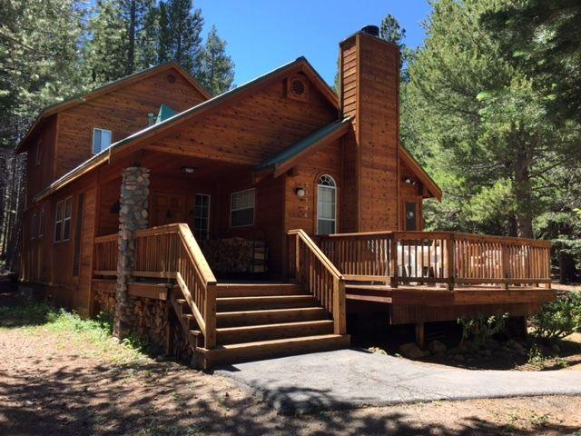 Beautiful Serene Log Home Located in Tahoe Donner