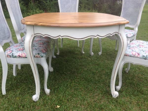 Beautiful Shabby Chic Dining Table And 6 Cane Back Chairs
