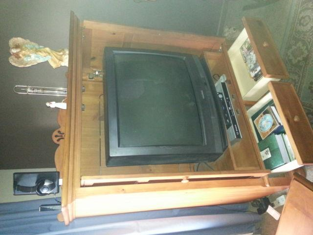 *Beautiful solid oak tv cabnet*