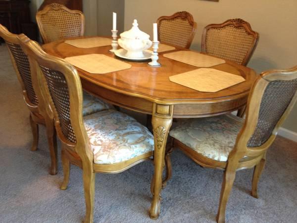 Beautiful Thomasville Oak Dining Set For Sale In San