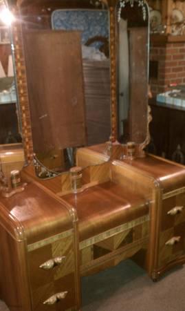 Beautiful Three Piece Art Deco Vanity Set Triple Mirror