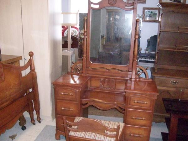Beautiful Vintage Carved Lighthouse Bedroom Set Bed Vanity ...