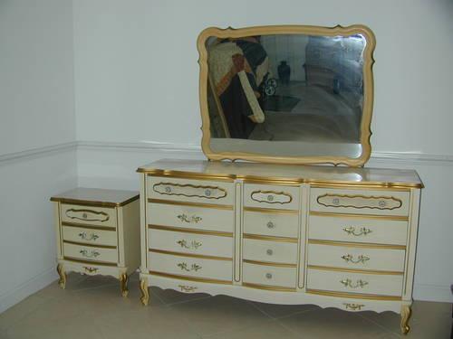 Beautiful Vintage Dresser Set With Golden Designs For Sale