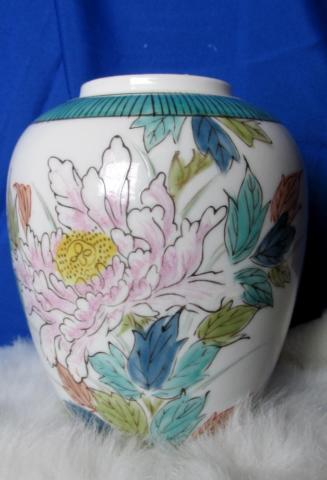 Beautiful Vintage Hull Vase with a Floral Spray of Wildflowers