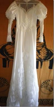 Beautiful Wedding Gown long sleeved, lace, with veil