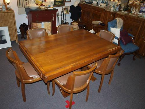 Beautiful Western Style Diningroom Table And 6 Chairs For