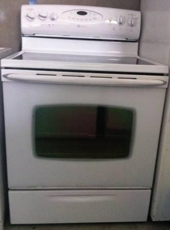 Beautiful White Maytag Glass Smooth Top Electric Range