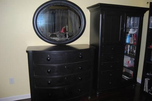 Bedroom Furn 3 Pcs Broyhill Distressed Black Dresser