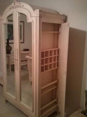 Bedroom Set (light color) for Sale in Warren, New Jersey