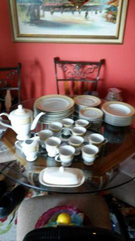 BELLA LUX DINNERWARE SET FOR 10