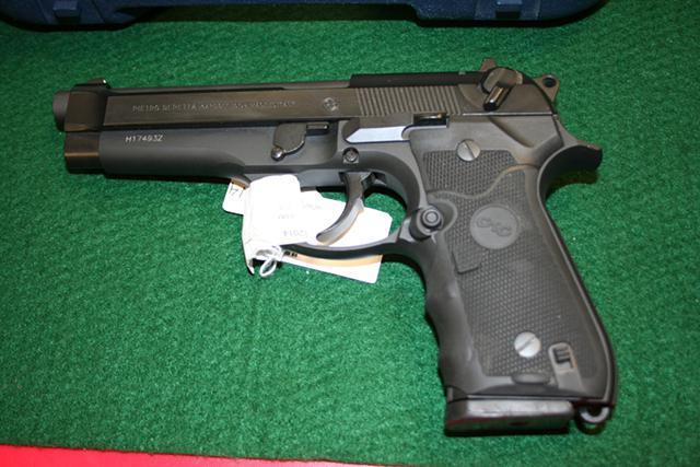 Beretta 92 fs - 9mm Crimson Trace Laser Grip - 8 mags!