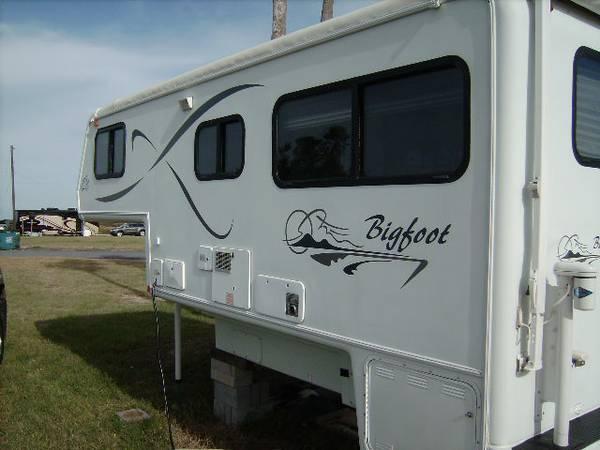 BIGFOOT TRUCK CAMPER MODEL 30C 2002 - $15500