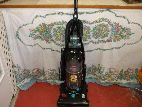 Bissell Cleanview Helix Bagless Vacuum Cleaner Works