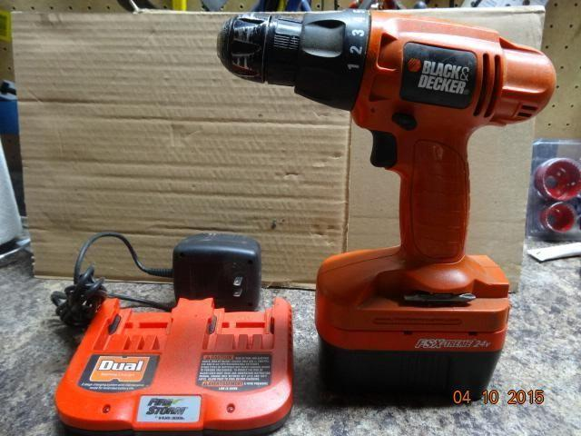 Black Decker 20v cordless drill and battery, with dual charger