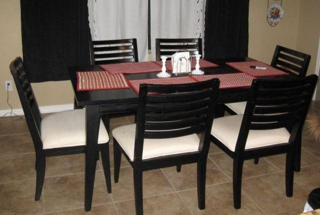 BLACK DINING ROOM SET 6 IVORY PADDED CHAIRS For Sale In