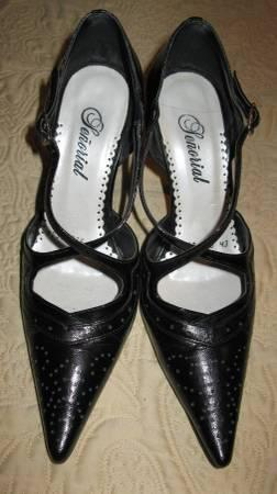 Black leather pump EXCELLENT condition - Senorial