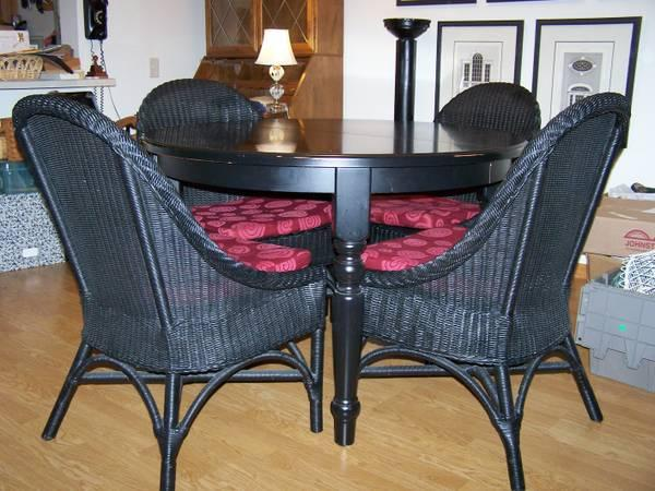 black pottery barn table w two leaves augusta chairs for sale in wauwatosa wisconsin. Black Bedroom Furniture Sets. Home Design Ideas