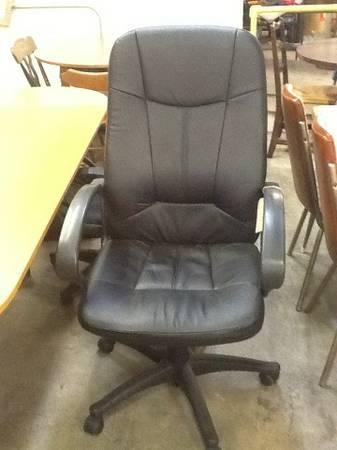 Black Rolling Office Chair For Sale In Greenwich Pennsylvania Classified