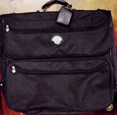 Black Verdi Folding Garment Bag 47
