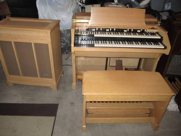 blond md c3 hammond organ for sale like new also brwn c3 and b3 leslie spk for sale in los. Black Bedroom Furniture Sets. Home Design Ideas