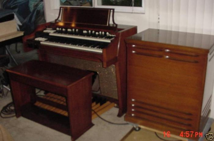 blond md c3 hammond organ for sale like new also brwn c3 and b3 leslie spk for sale in. Black Bedroom Furniture Sets. Home Design Ideas