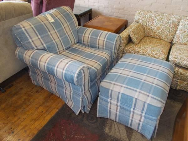 blue plaid swivel recliner with ottoman for sale in greenwich pennsylvania classified. Black Bedroom Furniture Sets. Home Design Ideas