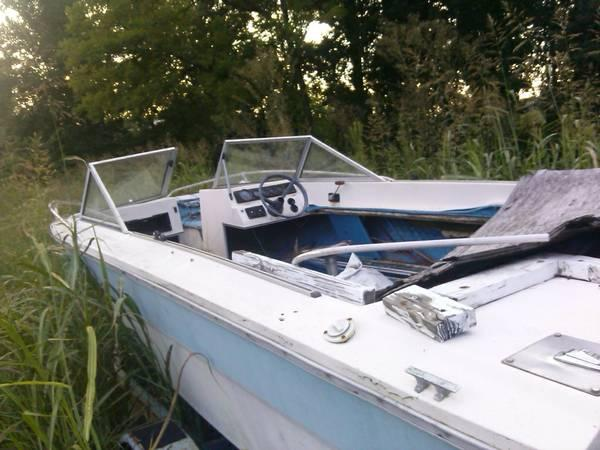 boat w/V8 engine and trailer - for Sale in Newport, Tennessee