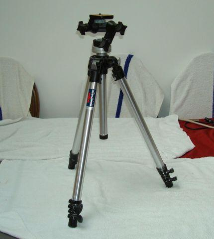 BOGEN MANFROTTO TRIPOD 3025 HEAD AND 3001 LEGS NICE