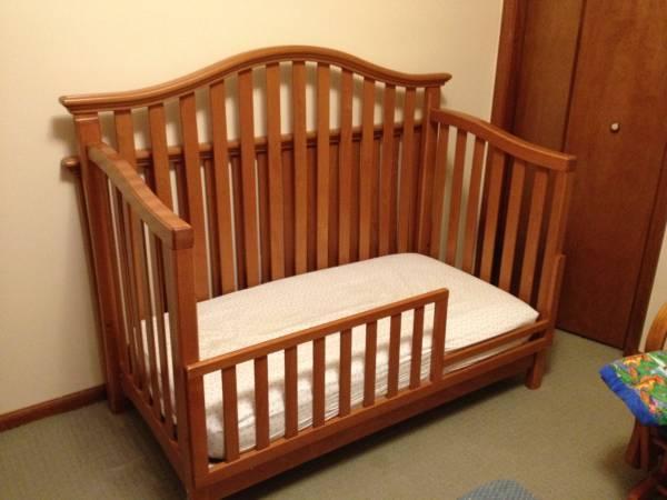 Bonavita Convertible Crib For Sale In Barkersville New
