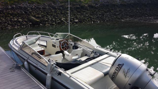 Boston Whaler 130HP Honda 4 Stroke GTX 18
