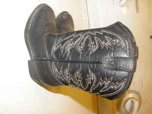 boy cowboy boots* 6 toddler - $10 (Laurel)