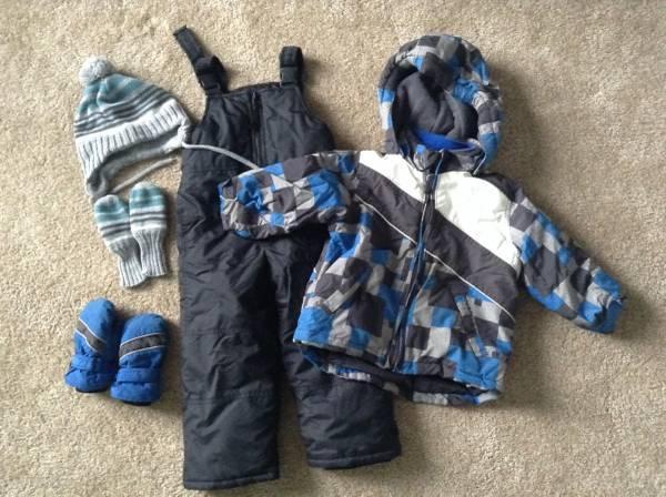 47ca6abf213 Boys 3T   24 month snow suit