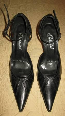 BRAND NEW Black pump leather high heels Excellent Price