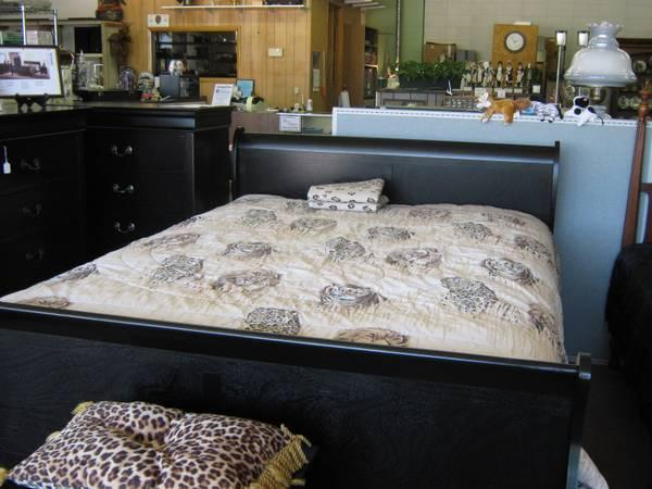 Brand New Black wood Queen Sleigh Bed - $290