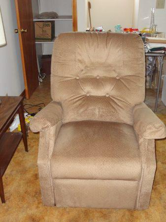 BRAND NEW* HANDICAP LIFT CHAIR - (SOUTHERN IL) for Sale in ...