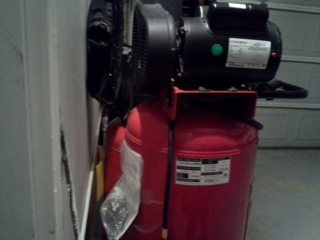 BRAND NEW Husky Pro 30 Gal 2HP 150 max psi Vertical Air