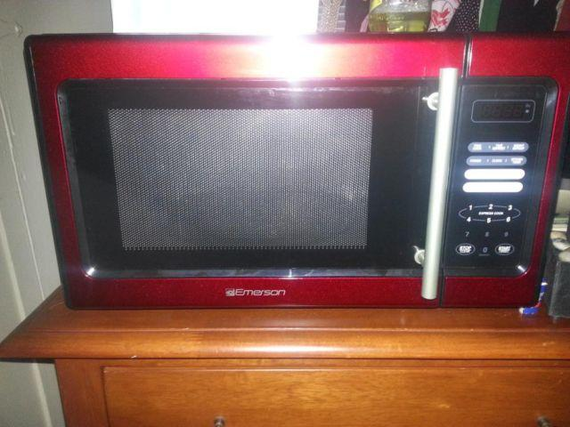 Brand New RED Emerson Microwave For Sale In Orlando Florida