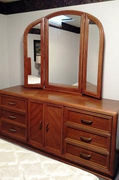 Broyhill 6 pc bedroom set qn headboard sealy mattress for Broyhill american era bedroom furniture