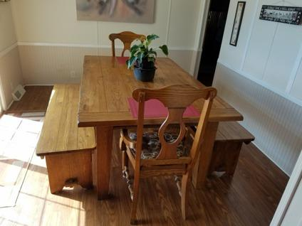 Broyhill Attic Heirloom Dining Set