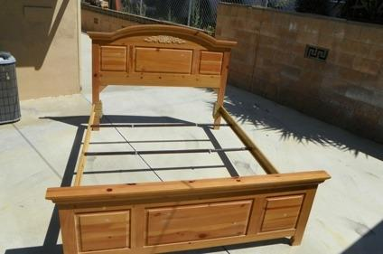 Broyhill Fontana Queen Size Bed