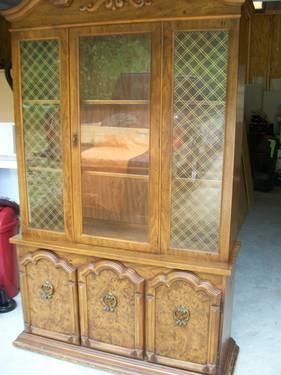 Broyhill Illuminating China Cabinet For Sale In Iron