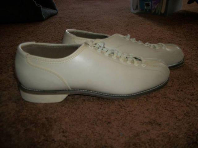 Brunswick VintageWomens Bowling Shoes Size 10 12-11 Reduced