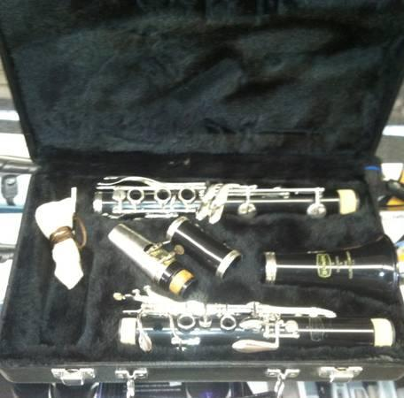 Bundy  Selmer Clarinet Dont Rent when you can but this one  - $125