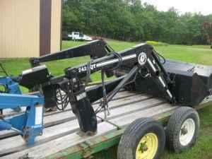 Bush Hog 2425QT Loader, LIKE NEW, Joystick - $3500 (Olney, IL)