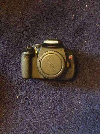 CANNON EOS REBEL T3i - $700