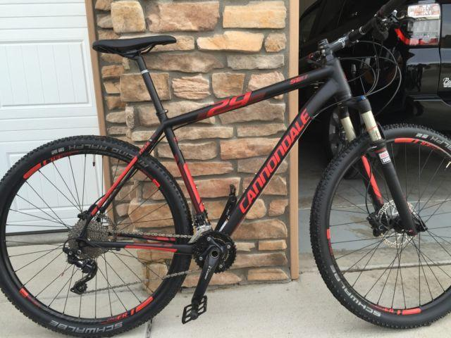 Cannondale 29er hardtail mountain bike