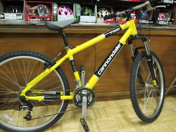 Cannondale F300 All Mountain 16inch Frame Mens Mountain Bike - $300