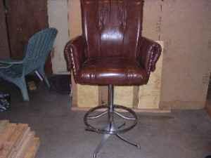 Beau CAPTAIN CHAIR BAR STOOL   $50 (WINCHESTER)