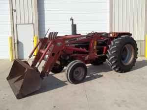 Case IH 685 Tractor & Loader - $10900 (Berlin)